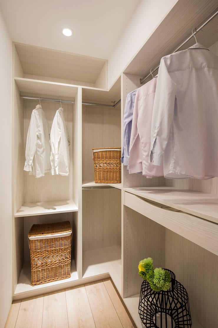 Dressing room oleh 解構室內設計