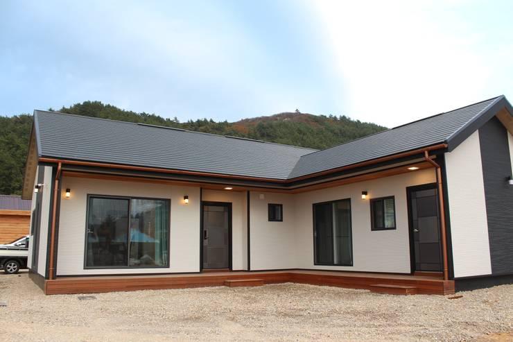 Casas de madera de estilo  por 나무집협동조합, Moderno