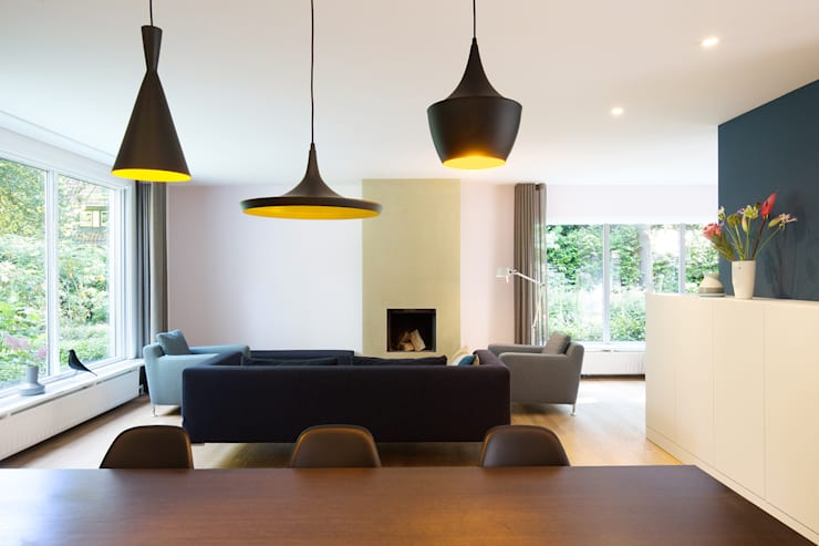 客廳 by StrandNL architectuur en interieur, 現代風