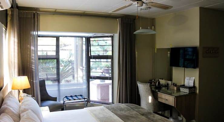 Guest House Bedroom: modern  by Jay Interiors, Modern