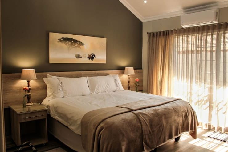Guest House Bedroom:  Bedroom by Jay Interiors
