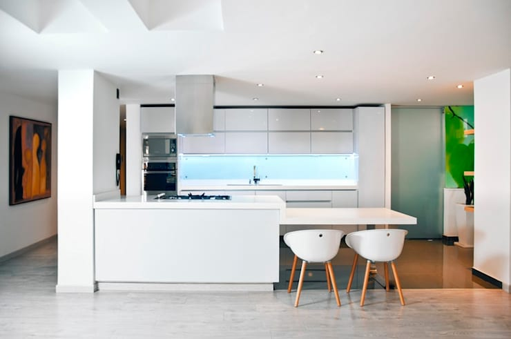 Get your kitchen the attention it deserves with awesome makeovers:  Kitchen by eadahudes10