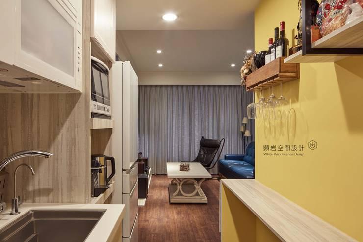 開放式小廚房:  餐廳 by 顥岩空間設計