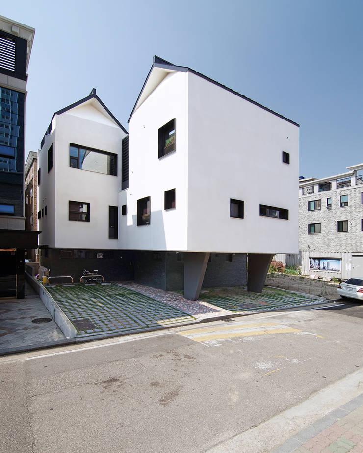 이웃건물을 고려한 열어둘 수 있는 창 만들기-3: SPACEPRIME ARCHITECTURE의  다가구 주택,