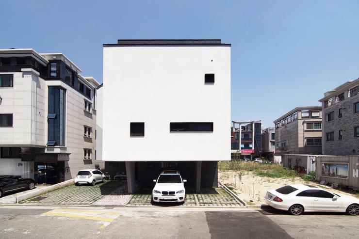 이웃건물을 고려한 열어둘 수 있는 창 만들기-2: SPACEPRIME ARCHITECTURE의  다가구 주택,
