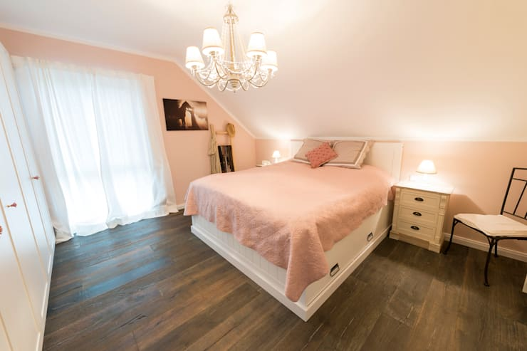 Country style bedroom by hysenbergh GmbH | Raumkonzepte Duesseldorf Country