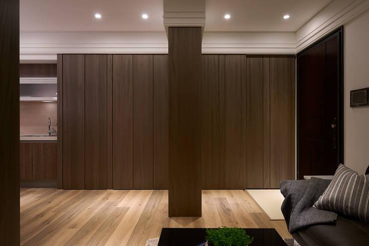 Corridor & hallway by 大福空間設計有限公司,