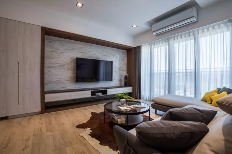 大理石設計:  客廳 by 解構室內設計