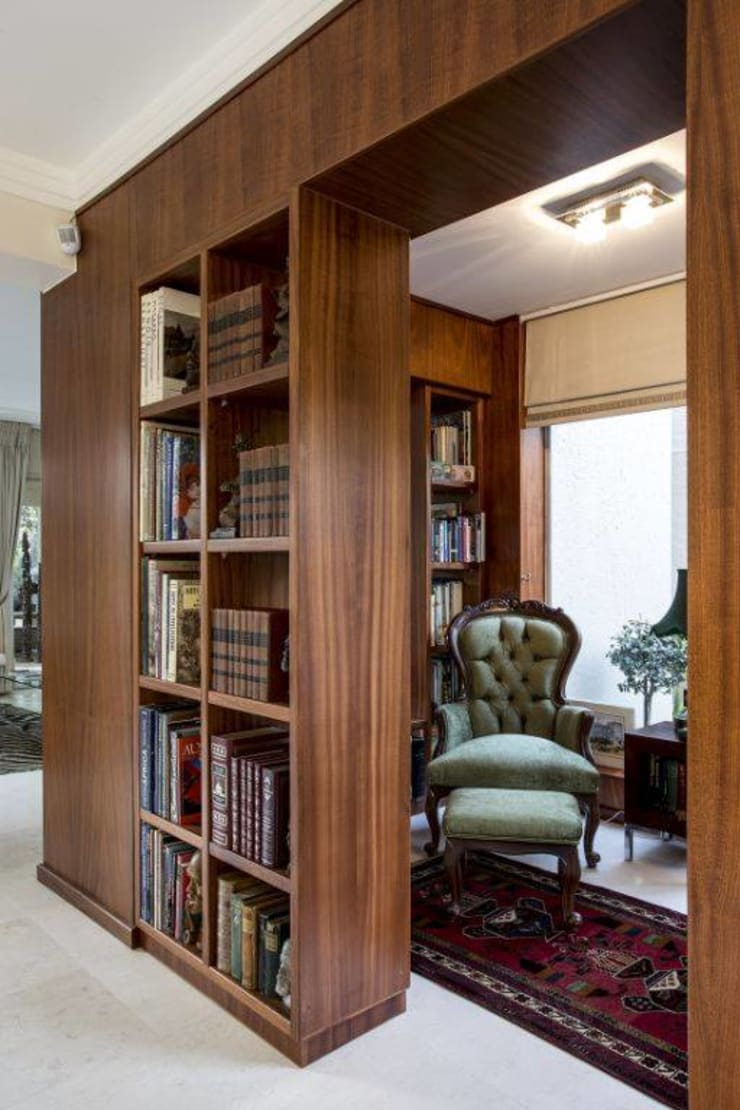 Bookcase Office Divider:  Study/office by Smartdesigns & Turnkey Projects PTY Ltd.
