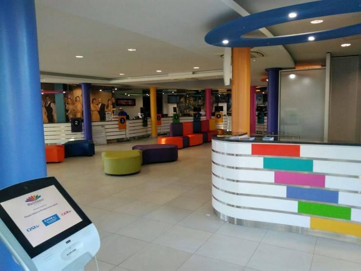 Espacios comerciales de estilo  por Smartdesigns & Turnkey Projects PTY Ltd., Moderno Madera Acabado en madera