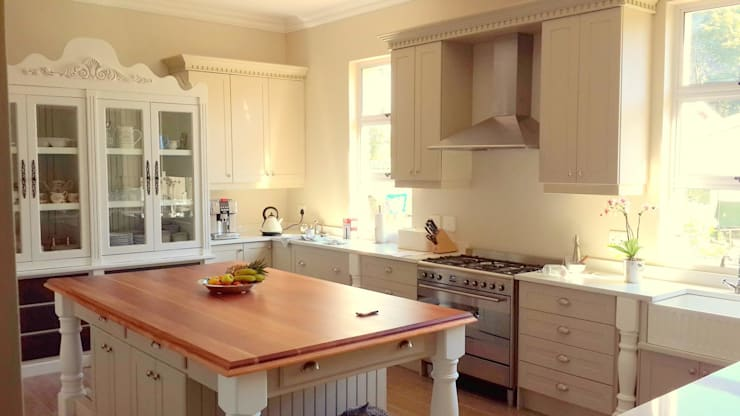 Farmstyle Kitchen:  Kitchen by Smartdesigns & Turnkey Projects PTY Ltd.