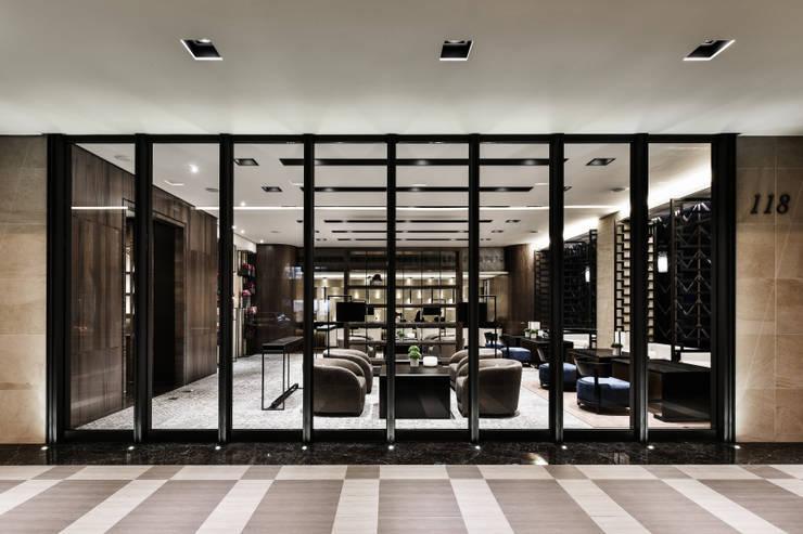 Janelas e portas  por 竹村空間 Zhucun Design