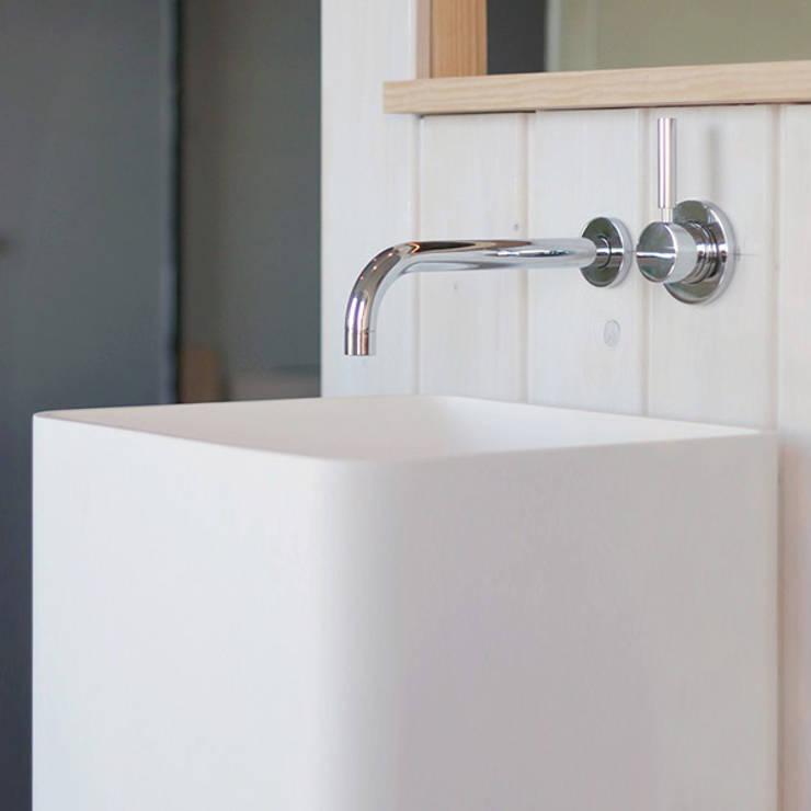 Modernes Standbecken SB-02:  Badezimmer von Badeloft GmbH - Hersteller von Badewannen und Waschbecken in Berlin