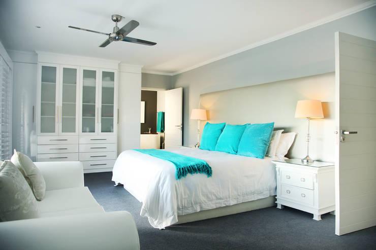 Vaal River:  Bedroom by Plan Créatif
