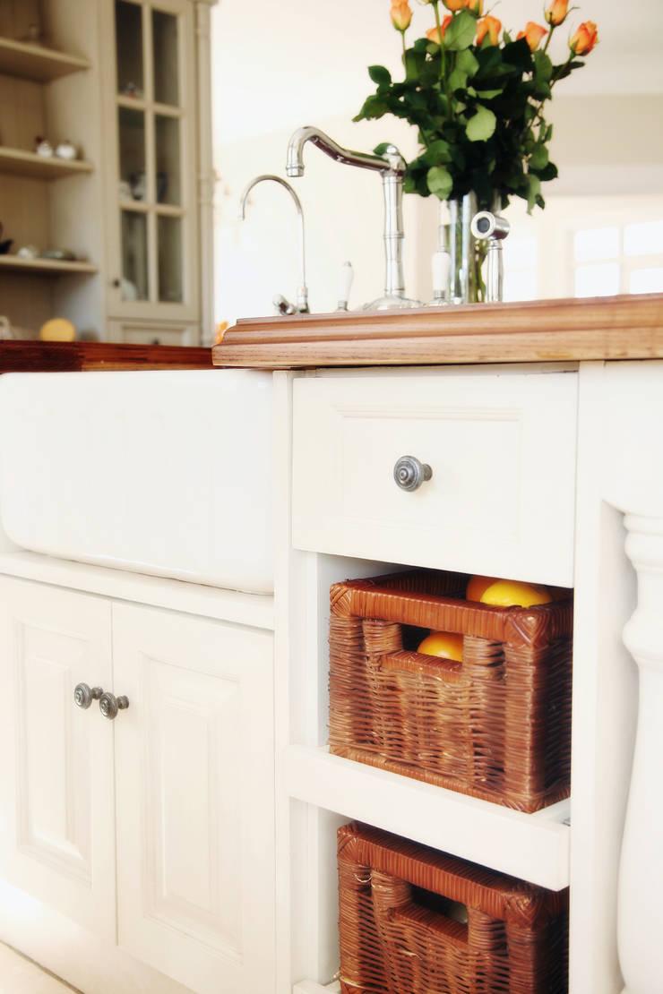 Saddlebrook Estate:  Built-in kitchens by Plan Créatif