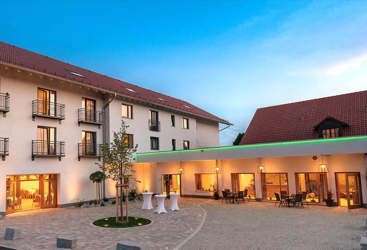 Lichtkonzept für das Gasthaus Forster am See in Eching:  Gastronomie von Licht-Design Skapetze GmbH & Co. KG