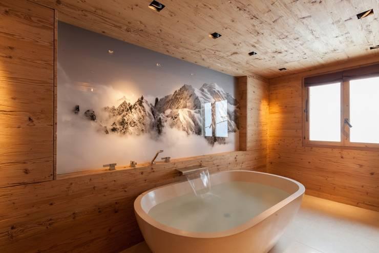 Badzimmer in Altholz:  Badezimmer von RH-Design Innenausbau, Möbel und Küchenbau  im Raum Aarau