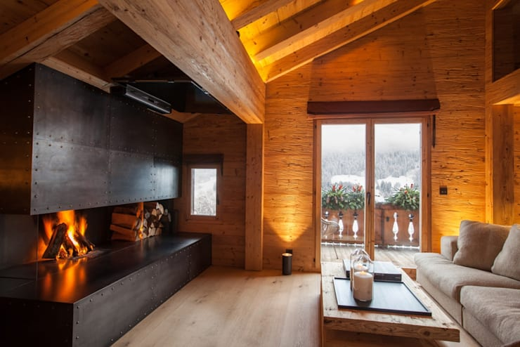 Wohnbereich mit Cheminee:  Wohnzimmer von RH-Design Innenausbau, Möbel und Küchenbau  im Raum Aarau