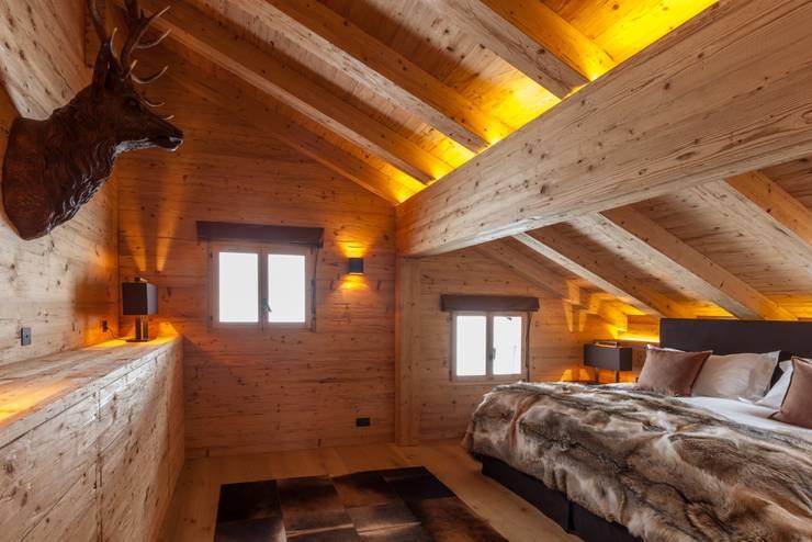 Schlafzimmerkommode in Altholz:  Schlafzimmer von RH-Design Innenausbau, Möbel und Küchenbau  im Raum Aarau