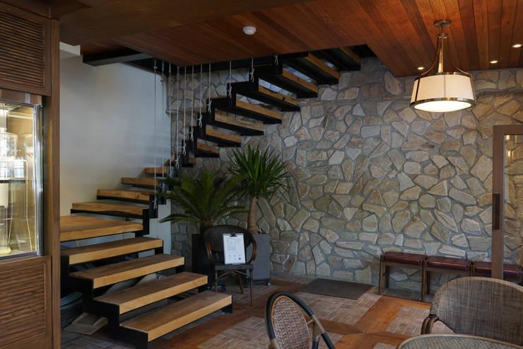 카페 인테리어 CAFE INTERIOR_부산인테리어: 감자디자인의  계단,