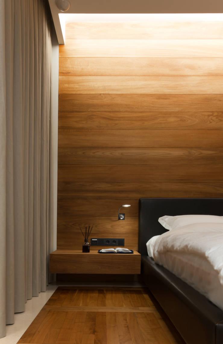 L HOUSE (청담동 카일룸): M's plan 엠스플랜의  침실,