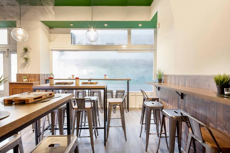 Dining room by Estudio Mercedes Arce