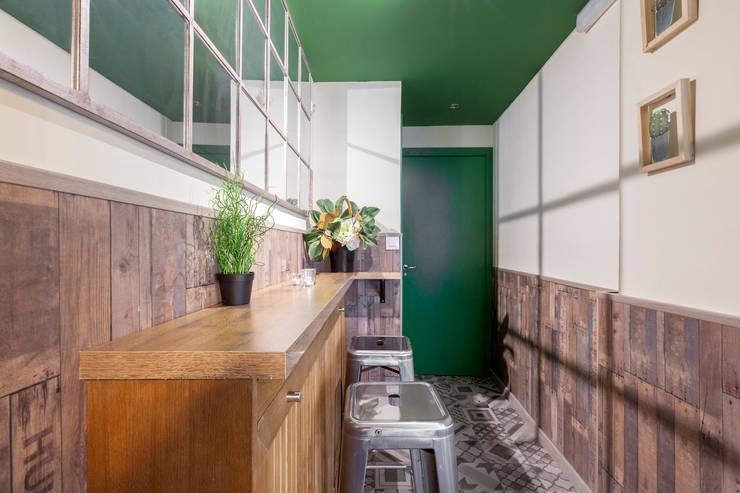 Corridor & hallway by Estudio Mercedes Arce