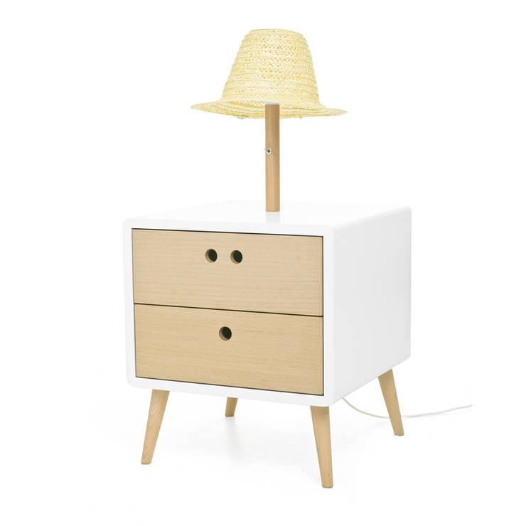 NEL bedside table with lamp -Standard: Casa  por DAM