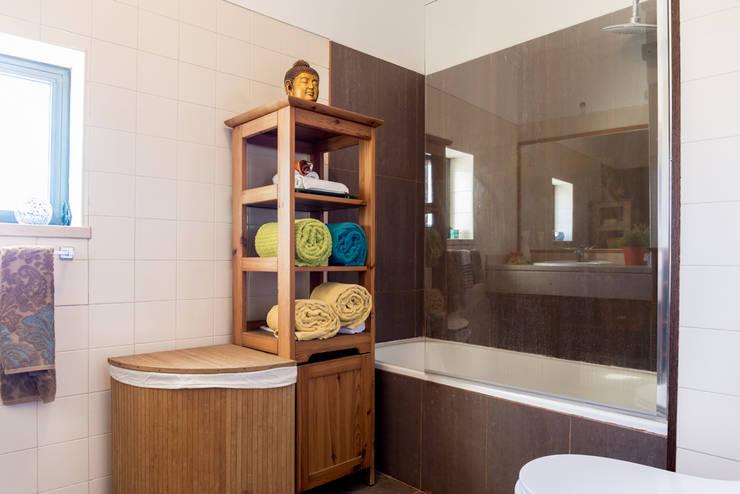 Badezimmer von HOUSE PHOTO