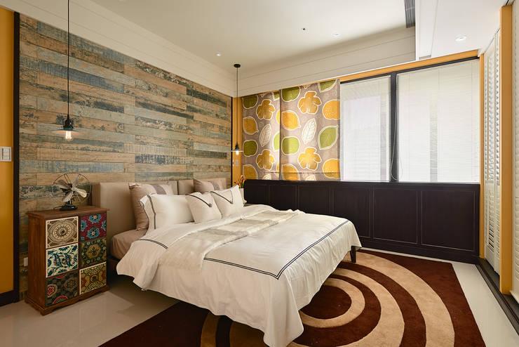 生活與設計平行:  臥室 by 寬林室內裝修設計有限公司