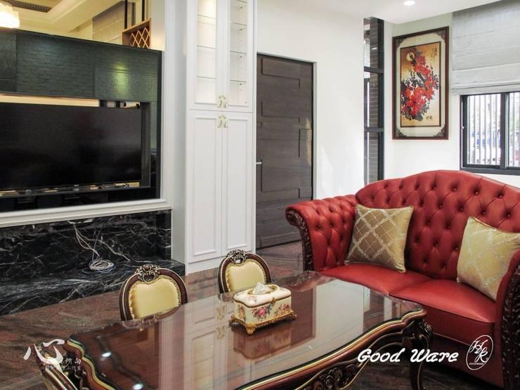 入口玄關:  客廳 by 台中室內設計裝修|心之所向設計美學工作室