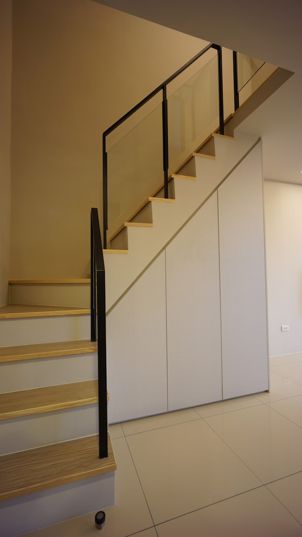 夾層樓梯:  樓梯 by 璞玥室內裝修有限公司