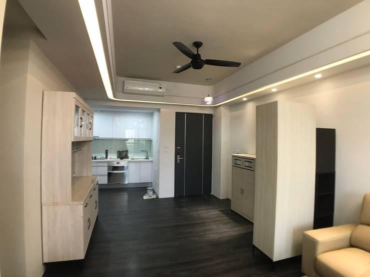 玄關與廚房:   by 台中室內設計裝修 心之所向設計美學工作室