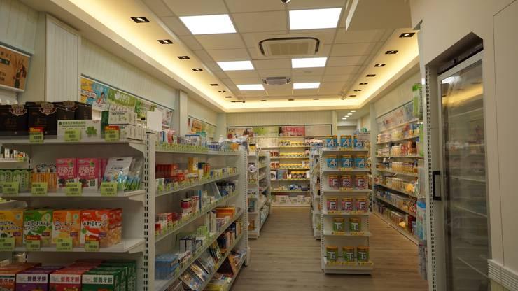 商品展示區:  辦公空間與店舖 by 璞玥室內裝修有限公司