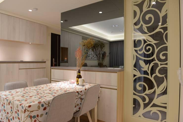 台中新成屋設計 – 帶有東方人文氣息的舒適居所 :  餐廳 by 台中室內設計裝修 心之所向設計美學工作室