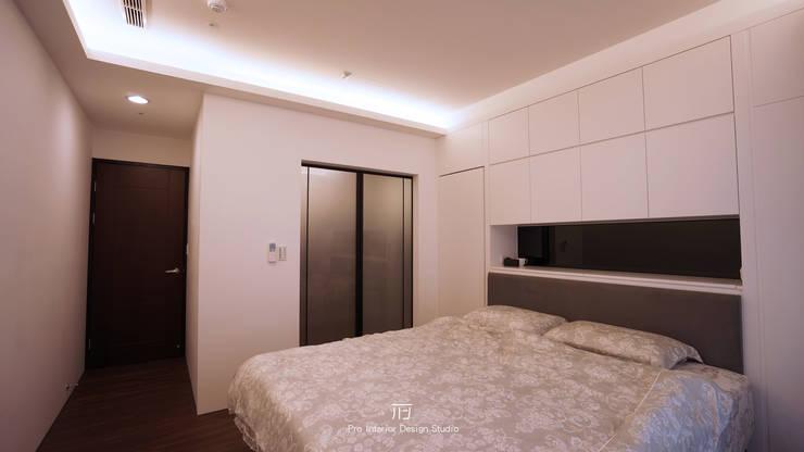 主臥空間:  臥室 by 璞玥室內裝修有限公司