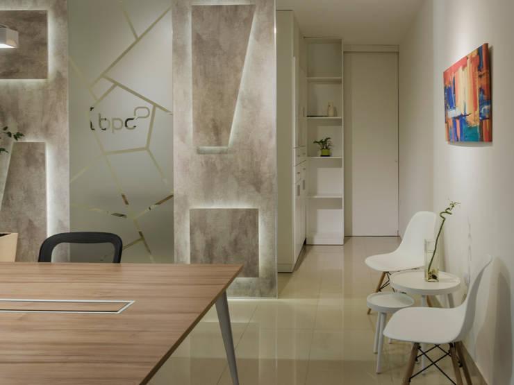 SECTORES GENERALES : Oficinas y Tiendas de estilo  por CLAUDIA BREPPE,