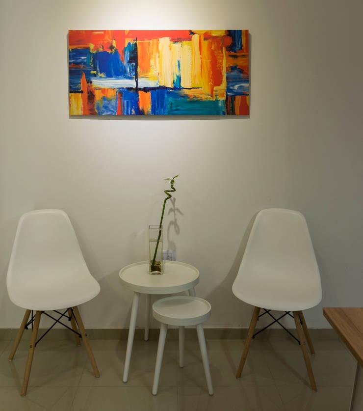SALA DE ESPERA : Oficinas y Tiendas de estilo  por CLAUDIA BREPPE,