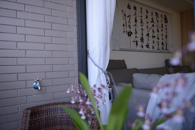台中新成屋設計 – 帶有東方人文氣息的舒適居所 :  陽台 by 台中室內設計裝修 心之所向設計美學工作室