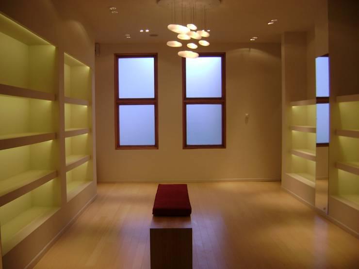 Espacios comerciales de estilo  por Fabiana Ordoqui  Arquitectura y Diseño.   Rosario | Funes |Roldán