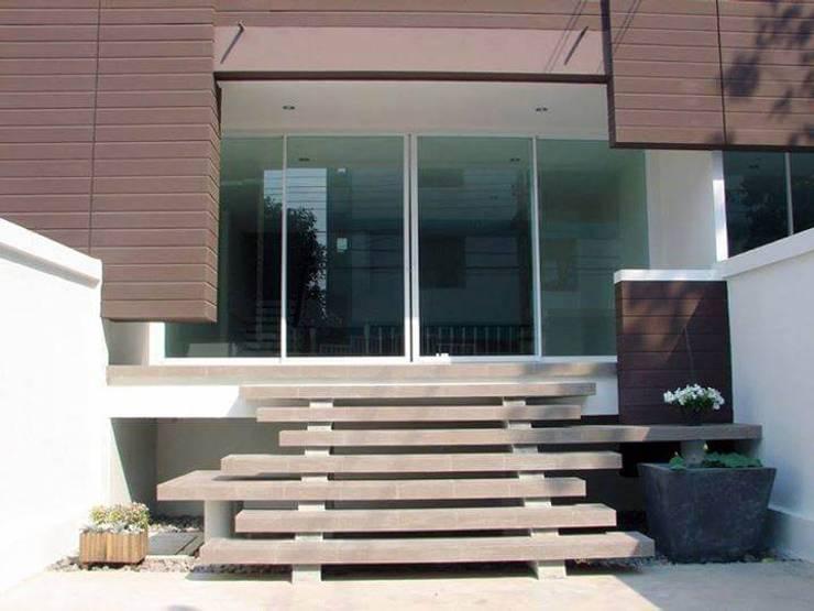Renovation :  Patios & Decks by UpMedio Design