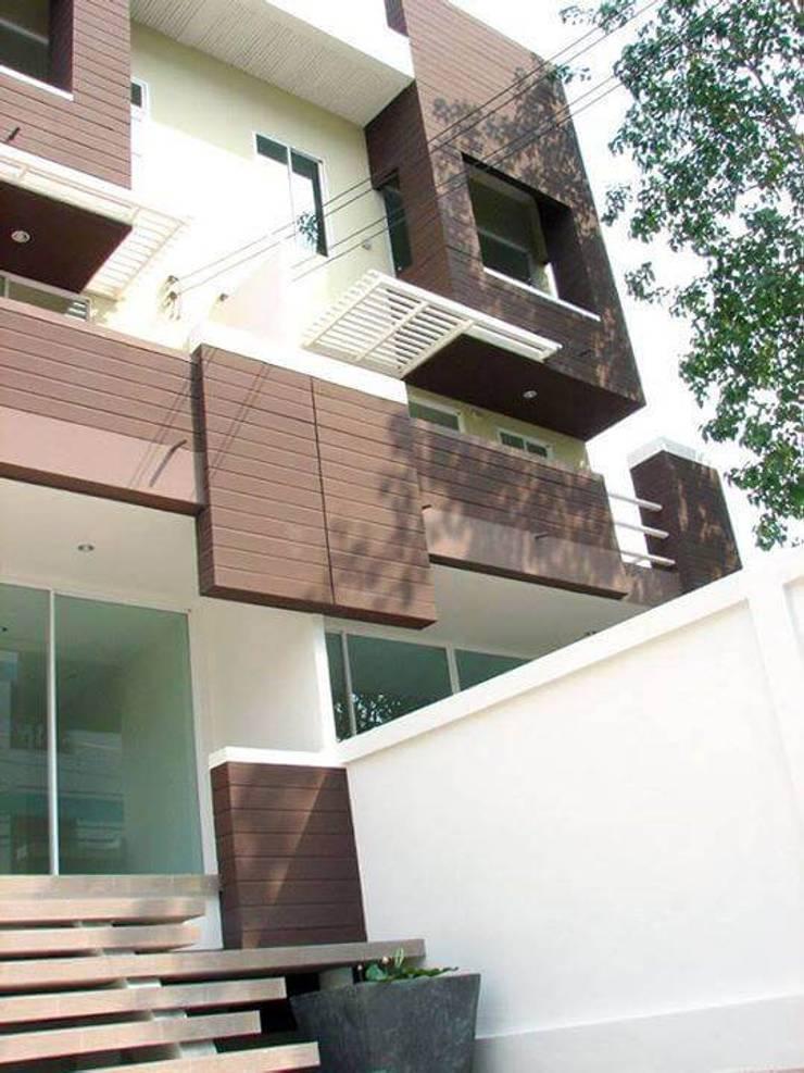 Renovation :  Roof by UpMedio Design