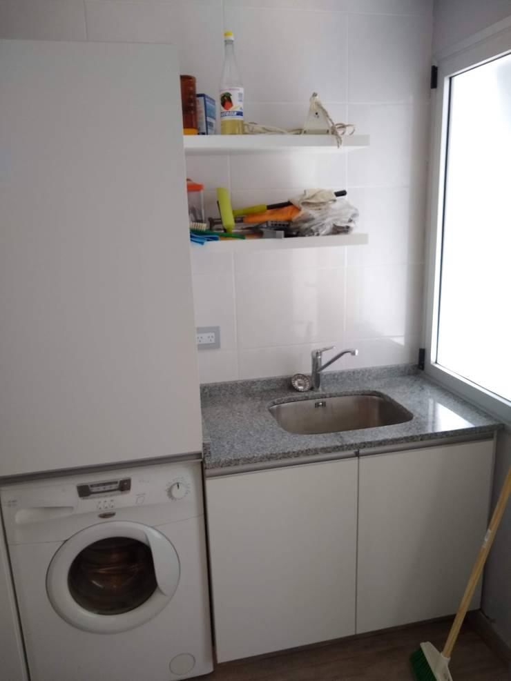 Lavadero funcional y : Muebles de cocinas de estilo  por MOBILFE,