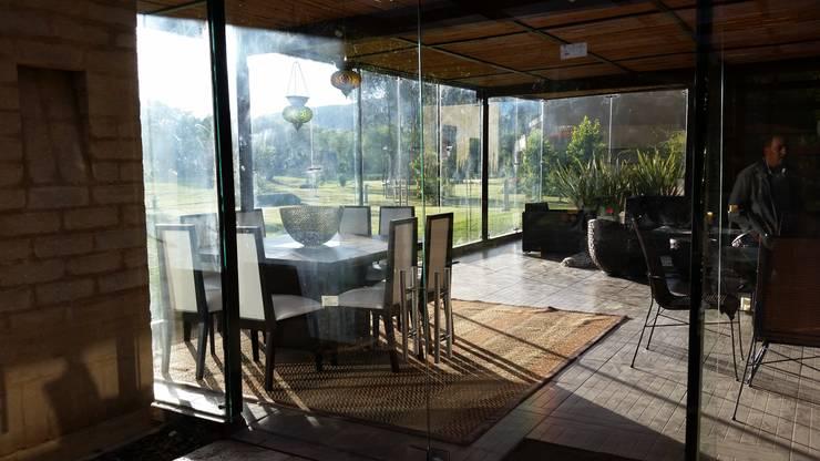 PRADERA DE POTOSI: Comedores de estilo  por Escarra arquitectos y asociados SAS