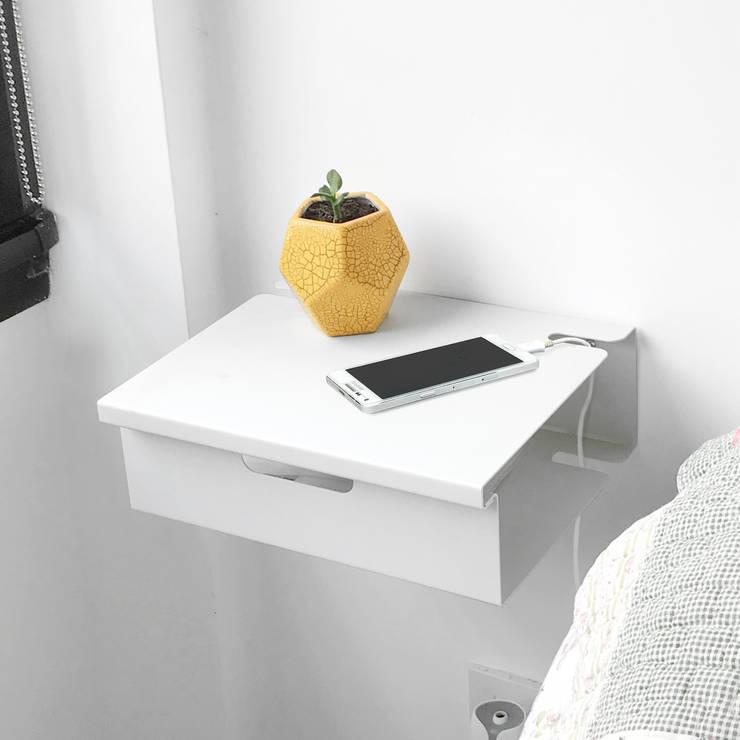 Mesa de luz flotante: Hogar de estilo  por Muett SRL,