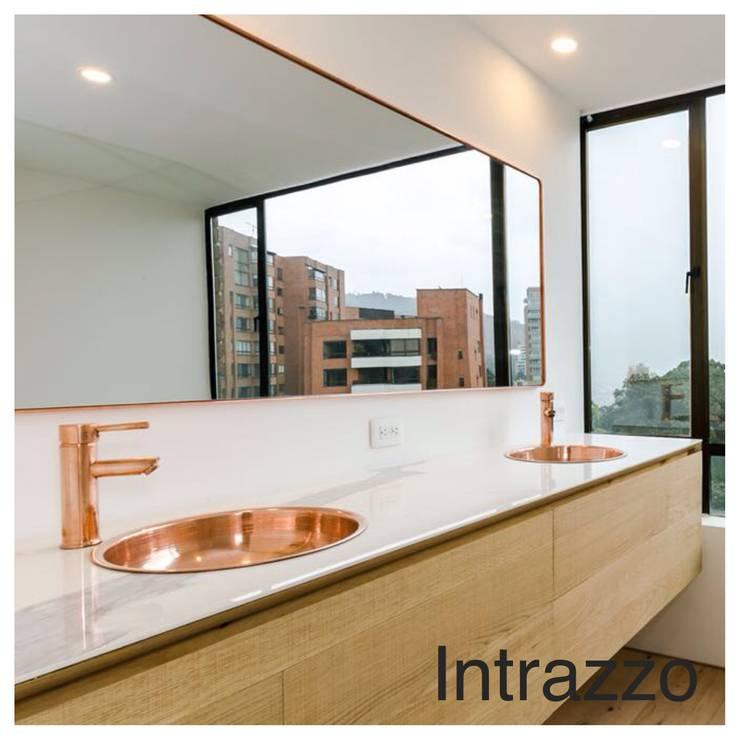 Apartamento Viscaya: Baños de estilo  por Intrazzo Mobiliairo