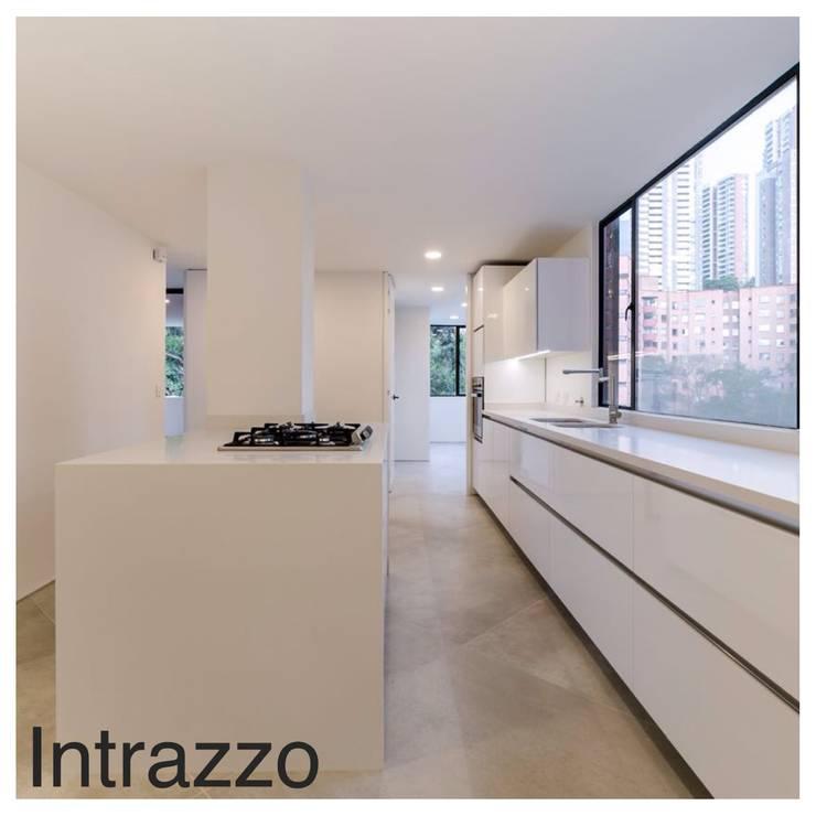 Apartamento Viscaya: Cocinas de estilo  por Intrazzo Mobiliairo