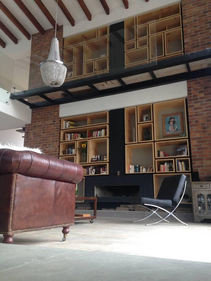 Biblioteca: Salas de estilo  por Intrazzo Mobiliairo