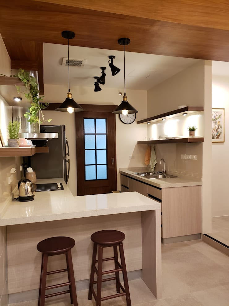 Sapphire Residences:  Small kitchens by Geraldine Oliva