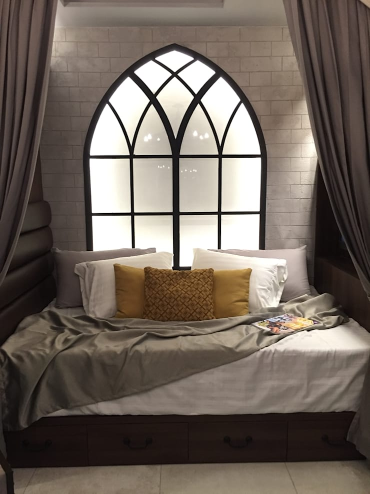Neo gothic studio (exhibit):  Small bedroom by Geraldine Oliva,